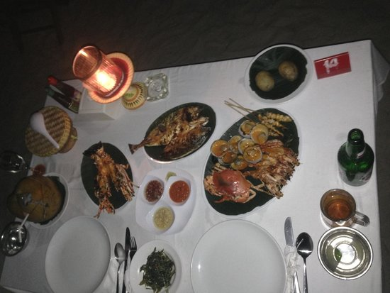 Bayang Cafe: The 480,000 banquet for 2, also included a large Bintang, a small salad entree, small soup, pean