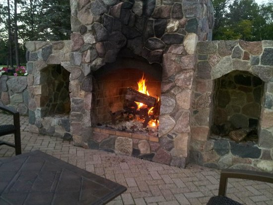 Garland Lodge & Resort: Fireplace on patio that you can relax and order food and drinks