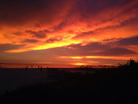 Pink Shell Beach Resort & Marina: Sky of Fire Sunset
