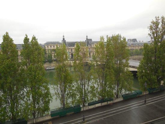 Hotel du Quai-Voltaire : View to Louvre