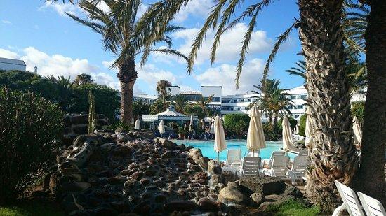 Seaside Los Jameos Playa: View by the pool