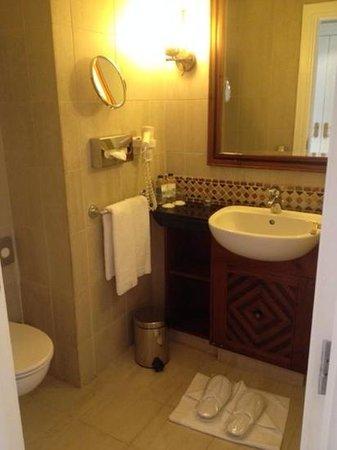 Movenpick Resort & Residences Aqaba : salle de bain