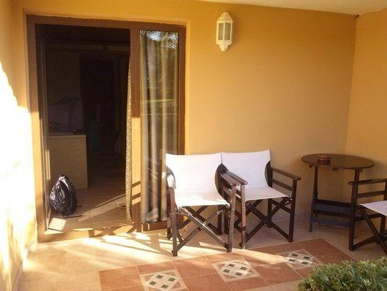 Aldemar Olympian Village: terrazzino del bungalow