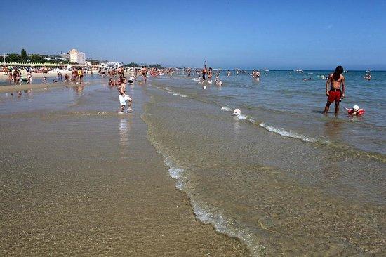 In spiaggia picture of hotel lina roseto degli abruzzi tripadvisor - Hotel giardino roseto degli abruzzi ...