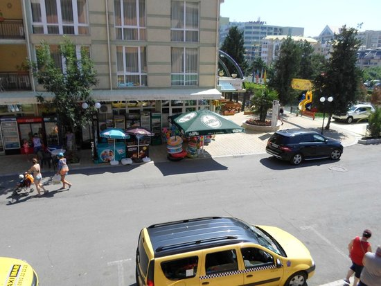 Sunny Day Hotel and Apartments : Вид из отеля Efir на отель Sunny Day Club