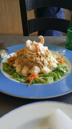 Hotel La Casina: Ensaladilla de marisco en restaurante la parra.exquisito