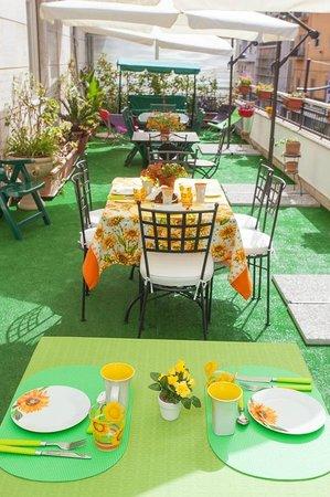 B&B Ai Girasoli : terrazzo/colazioni