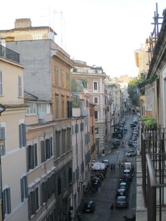 Dimora Storica Urbana Roma: View from our top floor balcony - the street below