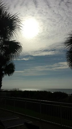Best Western Plus Grand Strand Inn & Suites: Morning view from oceanfront balcony