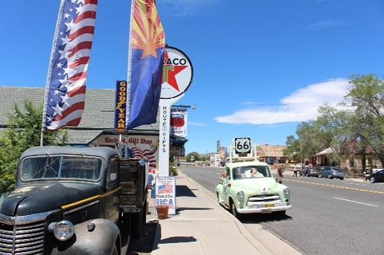 Angel & Vilma Delgadillo's Route 66 Gift Shop & Visitor's Center: looking down the street in seligman