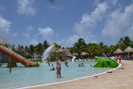 Grand Palladium Kantenah Resort & Spa : бассейн