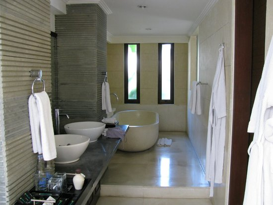 The Khayangan Villas: Baño