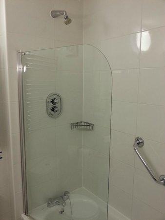 Best Western Premier Hallmark Hotel Preston Leyland: Shower