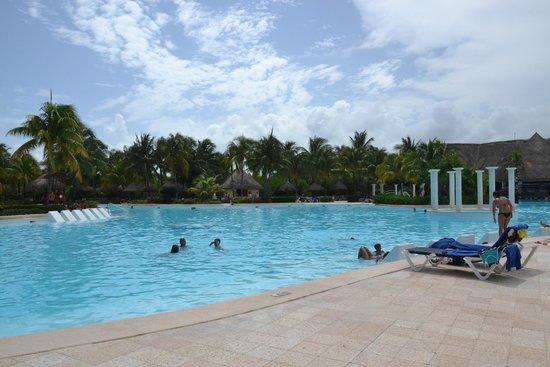 Grand Palladium Kantenah Resort & Spa: бассейн