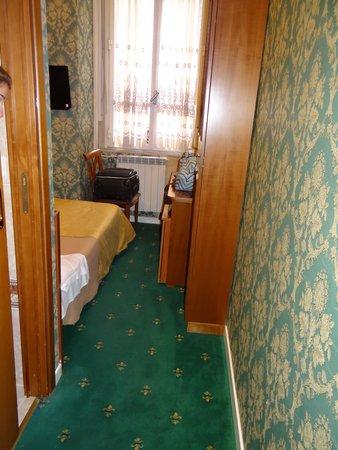 Hotel Virgilio : La peor habitacion en la que estuve en mi vida!