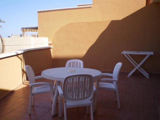 Grand Muthu Golf Plaza Hotel and Spa: TERRAZA ESPACIOSA