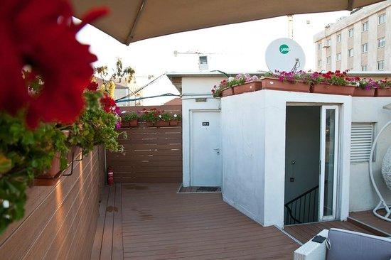 Jerusalem Inn Hotel: номер на крыше (закрытая дверь)