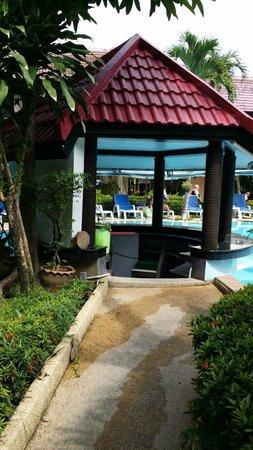 Swiss Palm Beach: the swim up bar