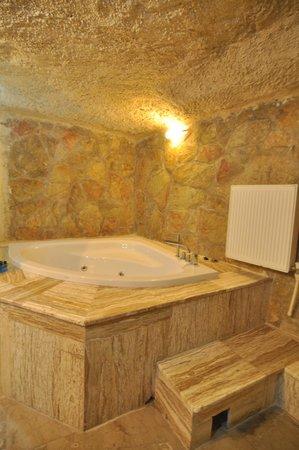 Cappadocia Palace: spacious bathroom