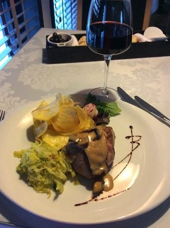 eLeBe Baixa: steak beef wit red wine
