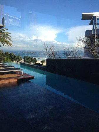 POD Camps Bay: gorgeous ocean view from the main area