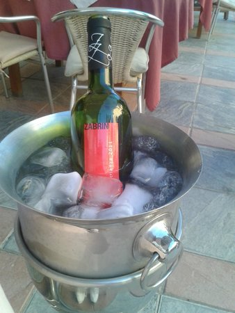 Cala Luna Restaurant: nice bottle of house red