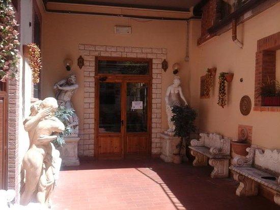 Hostel Archi Rossi: area externa