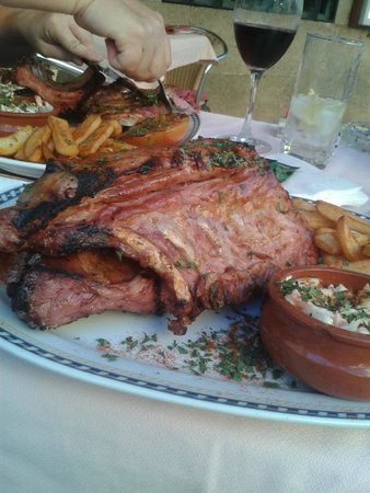 Cala Luna Restaurant: Man V Food whopping ribs