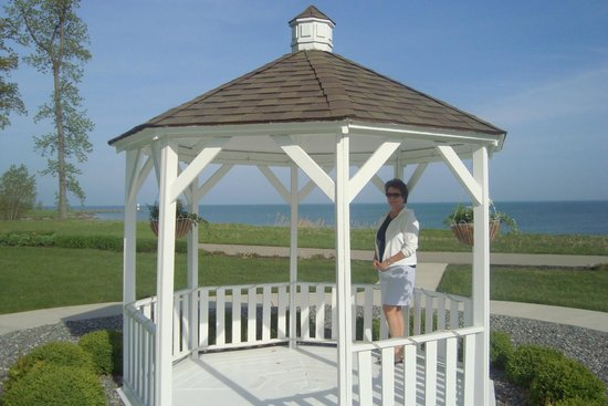 The Lodge at Geneva-on-the-Lake : The gazebo next to the Lodge