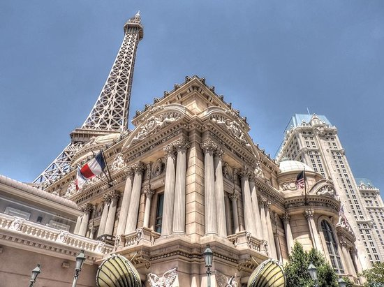 Paris Las Vegas: Outside the hotel