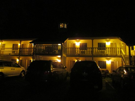 Ephraim Motel: motel lit up at night