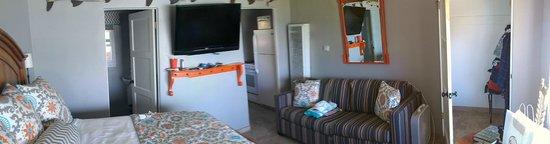 Beachcomber Inn: Studio room 9 – ignore panoramic stitching imperfections