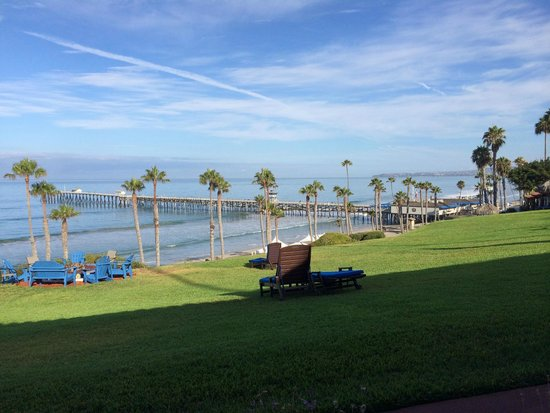 Beachcomber Inn: Early morning view from the porch