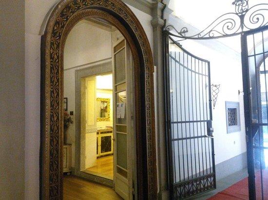 Torre Guelfa Hotel : La entrada al hotel