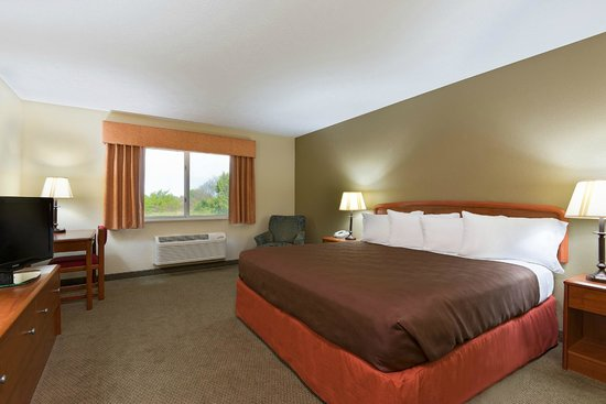 AmericInn Lodge & Suites Republic: Guest Room