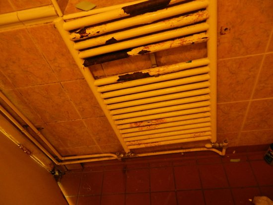 The Londonears Hostel: the heater in the shower...