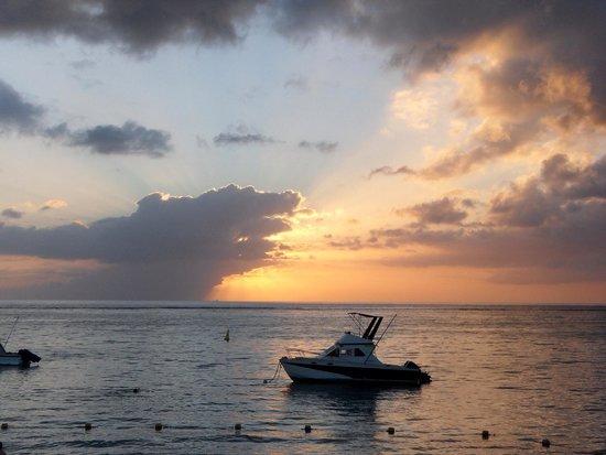Gold Beach Resort: Coucher de soleil devant l'hotel