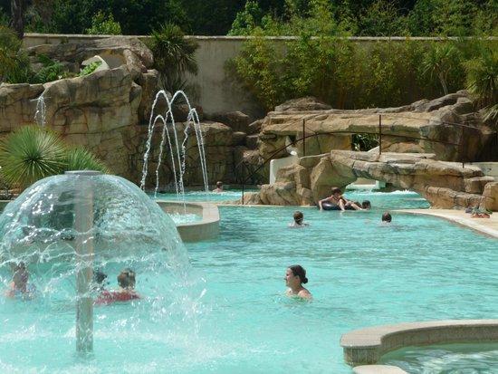 Camping du Domaine de Lanniron : piscine
