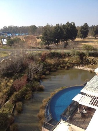 Southern Sun Montecasino : view of terrace and pool