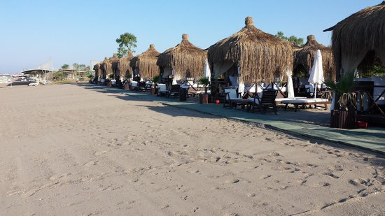 Limak Arcadia Golf & Sport Resort: beach with sultan huts