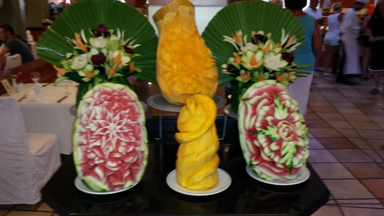 Limak Arcadia Golf & Sport Resort: fruit carvings by the talented chefs