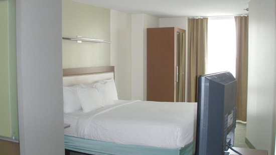 SpringHill Suites Chicago Downtown/River North: room on 16th floor-king bed