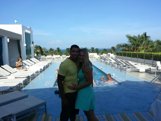 The Hotel of South Beach: Roof top pool :)