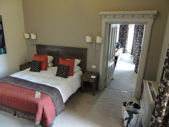 Mercure Warwickshire Walton Hall Hotel & Spa: Bedroom - Suite 8