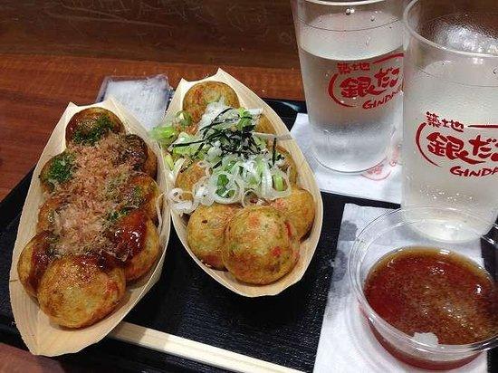 Tsukiji Gindako Aeon Tsu: ねぎだこ with おろし天つゆ&ソースのたこ焼き