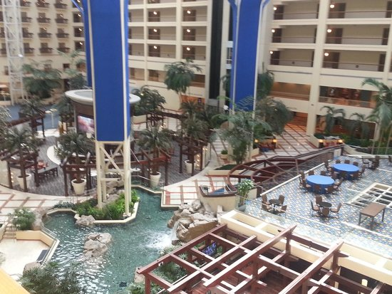 Renaissance Orlando at SeaWorld : View of Atrium from outside our hotel door