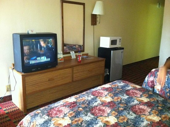 Days Inn Myrtle Beach: TV, mini microwave and mini fridge.