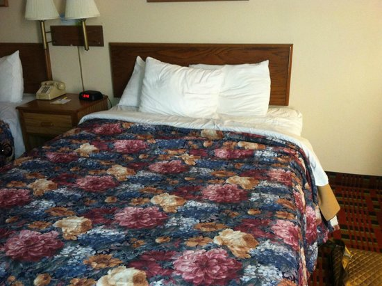 Days Inn Myrtle Beach: Bed
