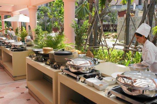 Centara Karon Resort Phuket: завтрак
