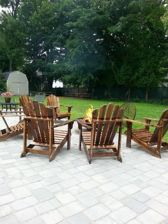Cranmore Inn : Backyard firepit area